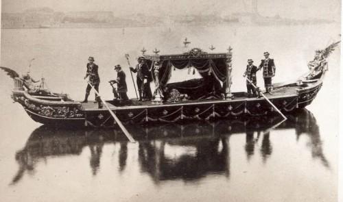 La-Lugubre-Gondole-ou-le-convoi-mortuaire-de-Richard-Wagner-sur-le-Grand-Canal.