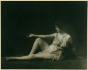 MVRW DUNCAN Isadora pose figure ballet