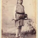 Ernest VAN DYCK dans le rôle de Parsifal à Bayreuth (photographe anonyme dans les années 1880)